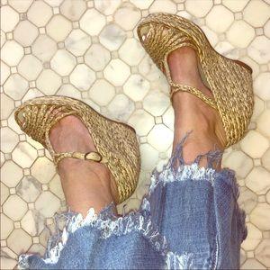 BCBGMAXAZRIA Wedge Sandals 7 GUC